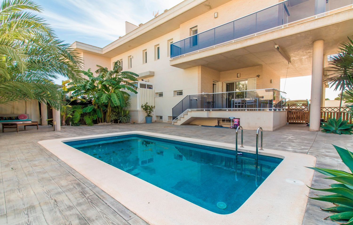 Beautiful Semi-Detached Chalet with a Private Pool in Mutxamel, Alicante