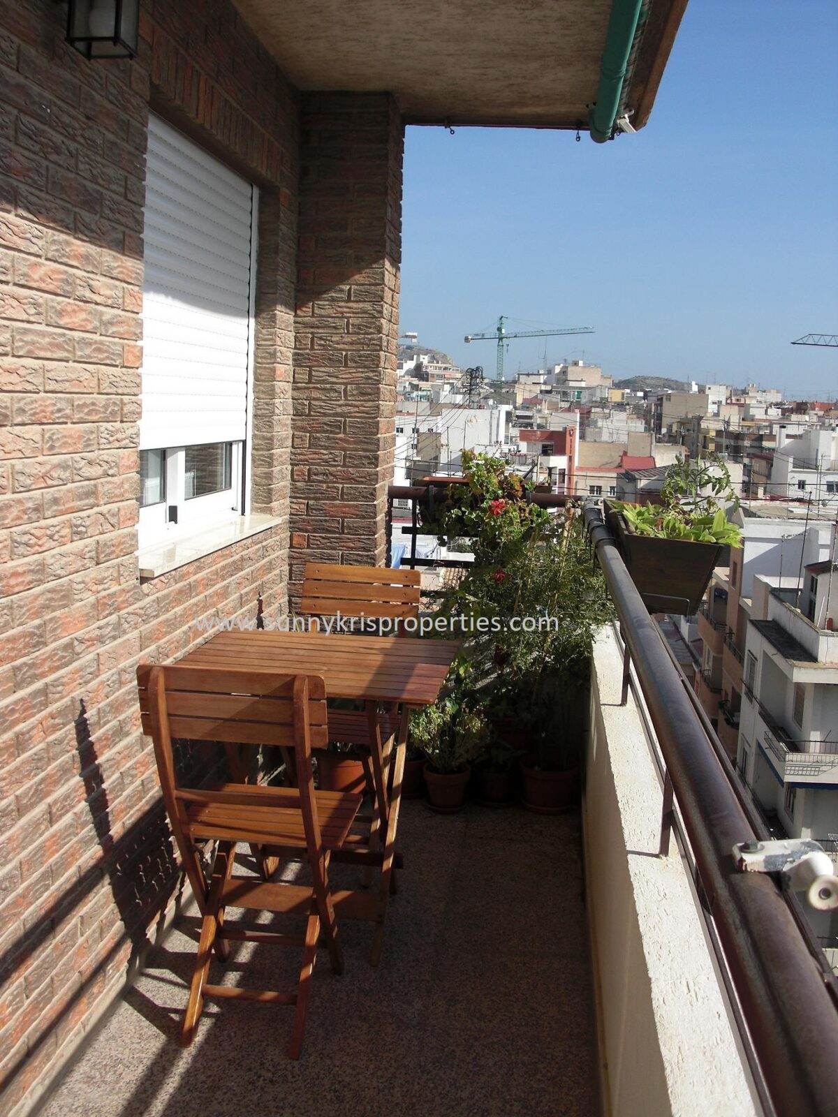 Renovated and Furnished Apartment Next to Plaza de Toros, Alicante