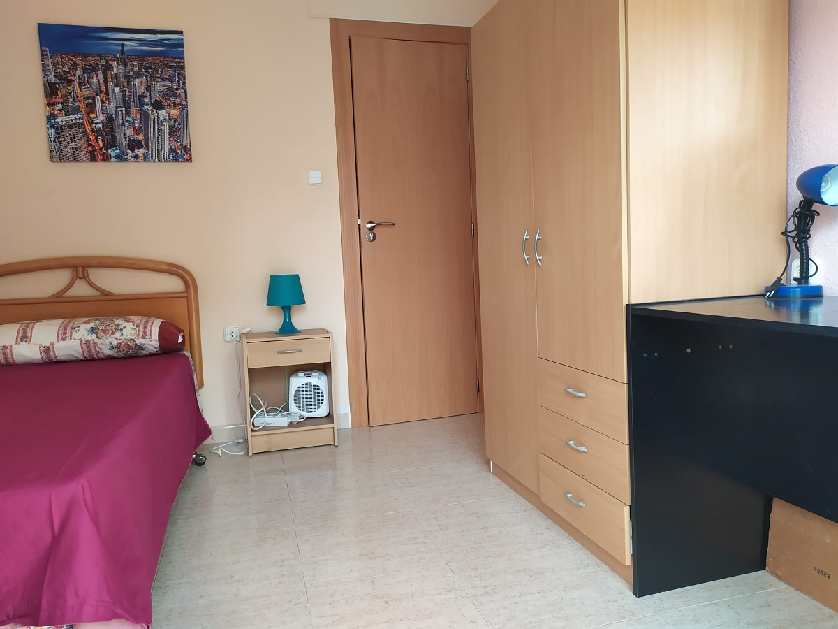 Spacious and Bright 4 Bedroom Apartment in the Centre of Alicante
